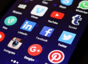How To Become An Authority On Social Media