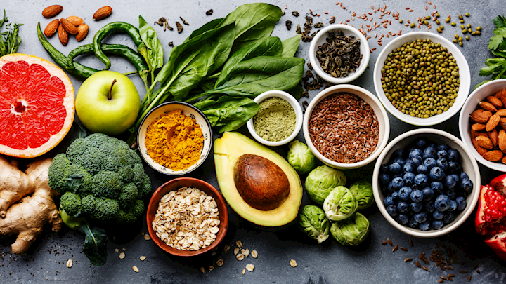 25 Of The Best SuperFoods For Weightloss, Detox & Energy. Plus find out the additional health benefits of each superfood and where you can get them. #superfood #healthychoices